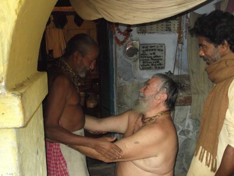 autorrealización de grandes almas Sri Guru Diksa